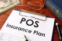 Pos.-försäkringplan på en tabell Royaltyfri Fotografi