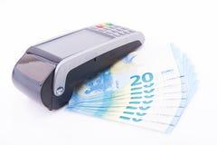 Pos. med tjugo euroräkningar arkivbilder