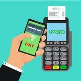 Pos.-terminalen bekräftar betalningen vid smartphonen vektorillustration i plan design på blå bakgrund nfcbetalningbegrepp Arkivbild