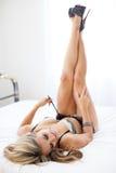 Posa classica del boudoir della gamba fotografia stock libera da diritti