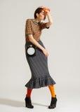 Posa del modello di moda su fondo leggero Fotografia Stock Libera da Diritti