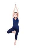 Posa dell'albero di vrikshasana di yoga Fotografia Stock Libera da Diritti