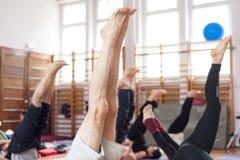 Posa della candela di yoga Immagini Stock