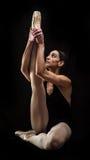 Posa della tenuta del ballerino di balletto Fotografia Stock Libera da Diritti