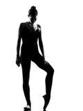 Posa di condizione del danzatore di balletto della donna Fotografia Stock Libera da Diritti