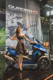 Posa di modello a EICMA 2014 a Milano, Italia Immagini Stock