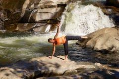 Posa di yoga all'aperto Fotografia Stock Libera da Diritti