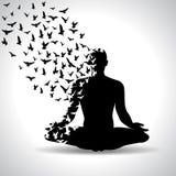 Posa di yoga con gli uccelli che volano dal corpo umano, manifesto in bianco e nero di yoga Immagini Stock