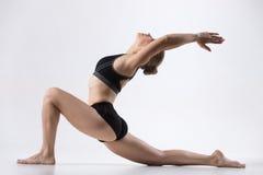 Posa di yoga del cavaliere del cavallo Fotografia Stock