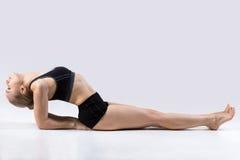 Posa di yoga del pesce Fotografia Stock Libera da Diritti