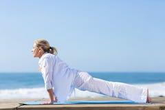 Posa di yoga della donna Immagine Stock