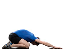 Posa di yoga di paschimottanasana dell'uomo che allunga posizione Fotografia Stock
