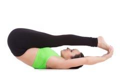 Posa di yoga di Supta Paschimottanasana Fotografie Stock Libere da Diritti