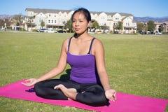 Posa di yoga - Lotus Position fotografie stock libere da diritti