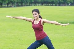 Posa ed allungamento di yoga Immagine Stock