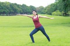 Posa ed allungamento di yoga Fotografia Stock Libera da Diritti