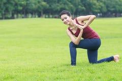 Posa ed allungamento di yoga Immagini Stock Libere da Diritti