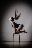 Posa esile adatta del corpo della donna di Atletic Immagine Stock Libera da Diritti