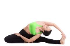 Posa girata di yoga del Testa--ginocchio Fotografie Stock