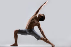 Posa inversa del guerriero di yoga Fotografia Stock