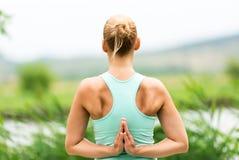 Posa inversa di yoga di preghiera Immagini Stock