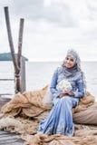 Posa recentemente sposata della sposa Fotografie Stock