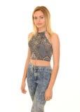 Posa teenager bionda in blue jeans Fotografia Stock
