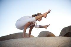 Posa Titibasana di yoga Immagine Stock