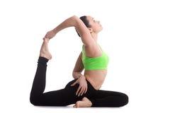 Posa zoppicanta di yoga del piccione di re Immagini Stock