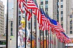 Posadzona balerina pod Usa flaga Zdjęcie Stock