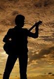 Posando con la chitarra Fotografie Stock Libere da Diritti