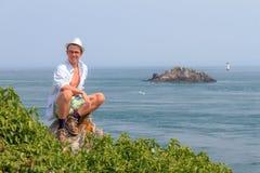 Posando a Pointe du Grouin Fotografie Stock Libere da Diritti