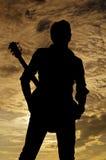 Posando wiyh la chitarra Fotografie Stock Libere da Diritti