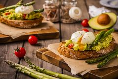 Poschierte Eier rustikal Lizenzfreies Stockbild