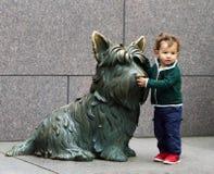 Pose avec le chien Fala du FDR Image stock