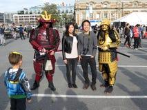 Pose avec les guerriers samouraïs photographie stock libre de droits