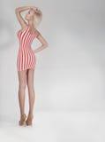 Pose blonde à la mode de beauté. Photo libre de droits