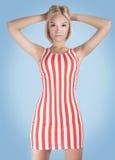 Pose blonde à la mode de beauté. Images libres de droits
