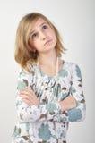 Pose blonde attrayante de fille Photo libre de droits