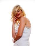 Pose blonde attrayante pour l'appareil-photo image libre de droits