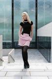 Pose blonde de fille Images libres de droits