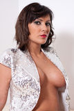 Pose Busty de femme Image stock