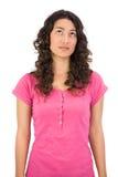 Pose d'une chevelure brune réfléchie de femme Images libres de droits