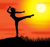 A pose da ioga representa o abrandamento e a espiritualidade do bem estar Imagens de Stock Royalty Free