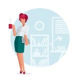 Pose da posição da mulher de negócio no escritório Imagens de Stock Royalty Free