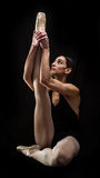 Pose da terra arrendada do dançarino de bailado Foto de Stock Royalty Free