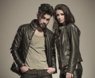 Pose décontractée de couples de mode Image stock