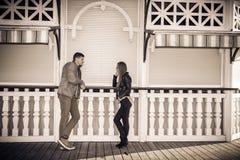 Pose de couples photos libres de droits