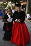 Pose de duas atrizes para fotos Celebração do aniversário do dia da cidade de Moscou 871st imagens de stock