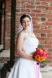 Pose de jeune mariée Image stock